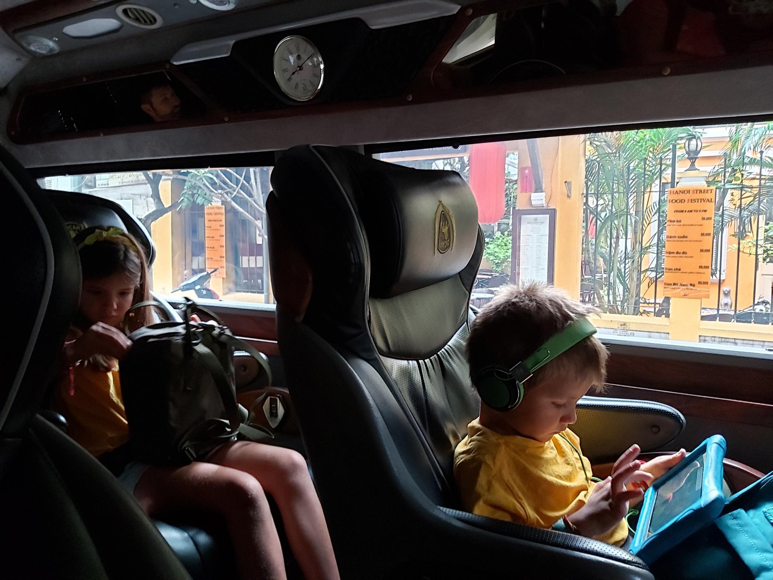 Limousine bus vietnam